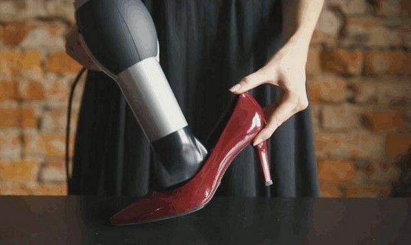 Растянуть туфли феном