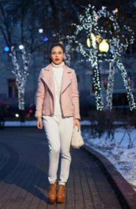 Белая водолазка с пиджаком