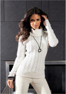 Белый свитер в обтяжку