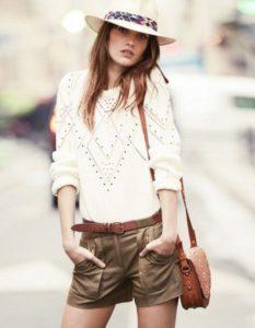 Белый свитер с шортами