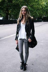 Чёрные ботинки с серыми джинсами