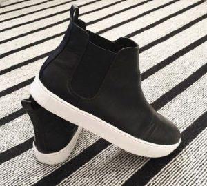 Чёрные ботинки на толстой подошве