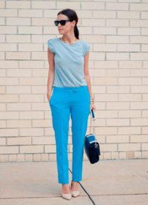 голубые брюки и блуза