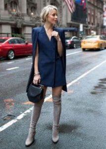 велюровые ботфорты с синим платьем