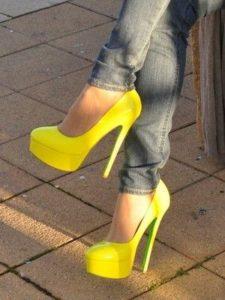 Жёлтые туфли на платформе