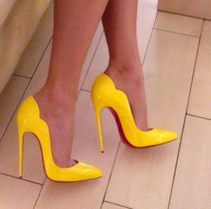 Праздничные жёлтые туфли