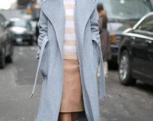 Серое пальто с белыми сапожками