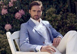 Элегантное сочетание пиджака и брюк
