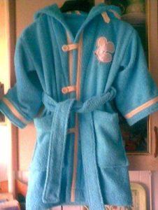 Выбор фасона детского халата для девочки