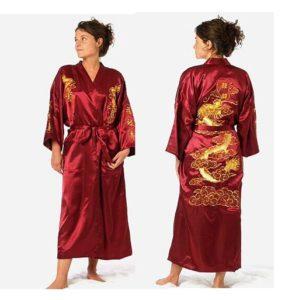 Красное кимоно с рисунком