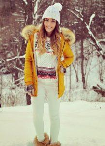 Зимний наряд с жёлтой курткой
