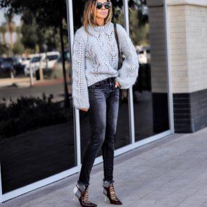джинсы и объёмный свитер