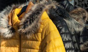 утепленная желтая куртка с экопухом