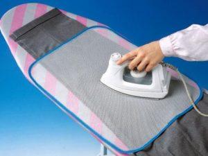 гладим брюки через ткань