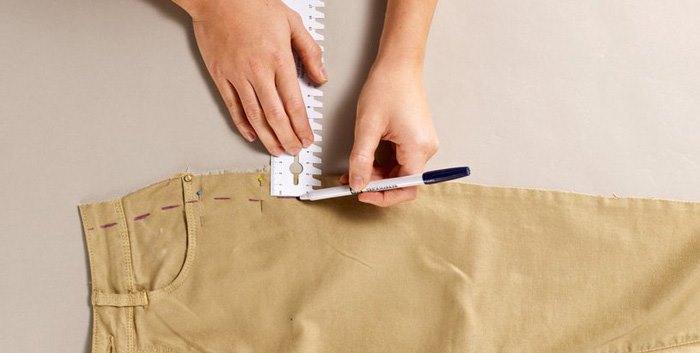ушиваем брюки с боков