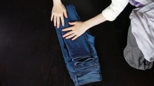 как сложить брюки