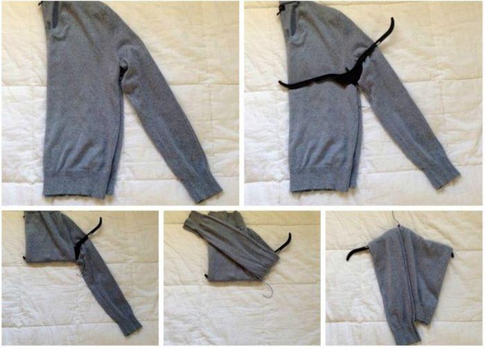 складываем свитер с помощью вешалки