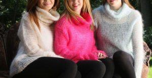 девушки в шерстяных свитерах