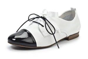 Дерби на шнуровке на низком каблуке