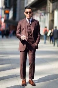 с коричневым костюмом