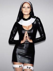 сексапильная монашка