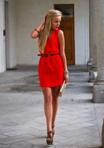 леопардовые туфли и красное платье