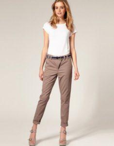 бежевые укороченные брюки