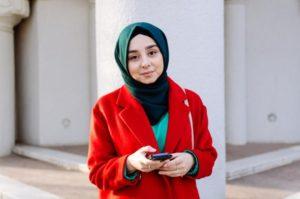 девушка в зеленом хиджабе