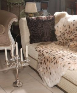 накидка на диван из шубы