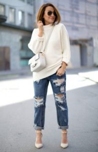 Белый свитер в стиле кэжуал