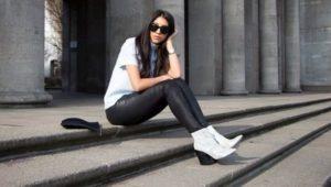 белые ботинки с черными лосинами