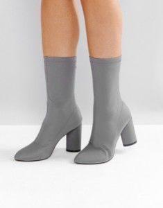 Серые ботинки на каблуках