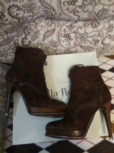 Шоколадный цвет ботинок