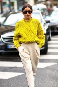 штаны и объёмный свитер