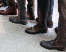 мужчины в ботинках