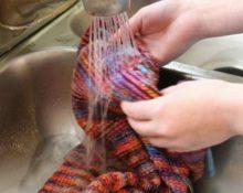 стирка свитера своими руками