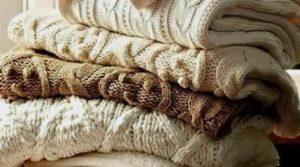 свитера в шкафу