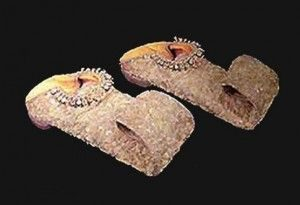 Туфли с драгоценными камнями