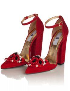 Красные туфли с декором