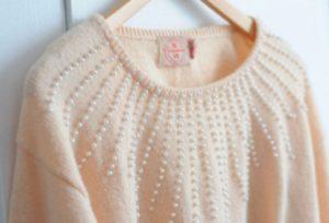 украшаем свитер бусинами