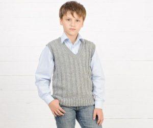 вязаная школьная жилетка на мальчика серая