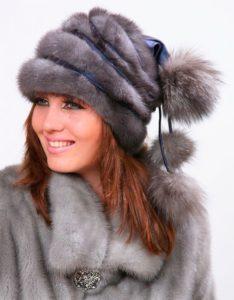 Оригинальная меховая шапка под голубую норку