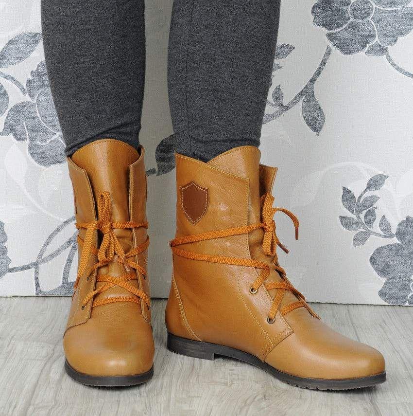 Женские высокие ботинки