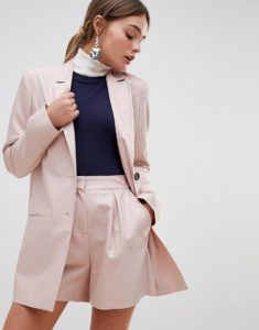 женский костюм с шортами