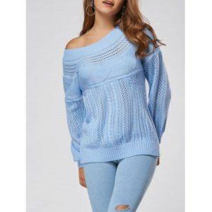 Голубой свитер с открытым плечом