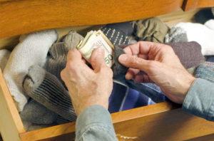 Прячем деньги в носок