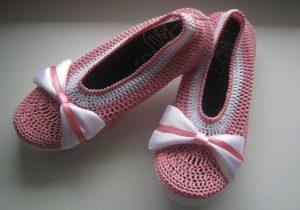 розовые балетки крючком