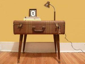 старый чемодан в виде стола