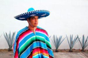 Национальный мексиканский костюм с сомбреро
