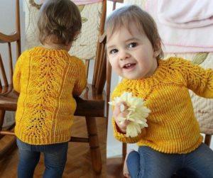 Желтый свитер с регланом